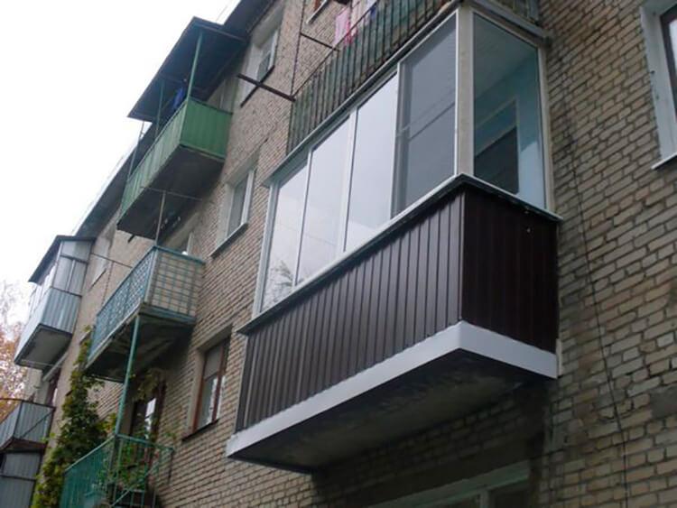 Отделка балкона снаружи: как обшить своими руками профнастил.